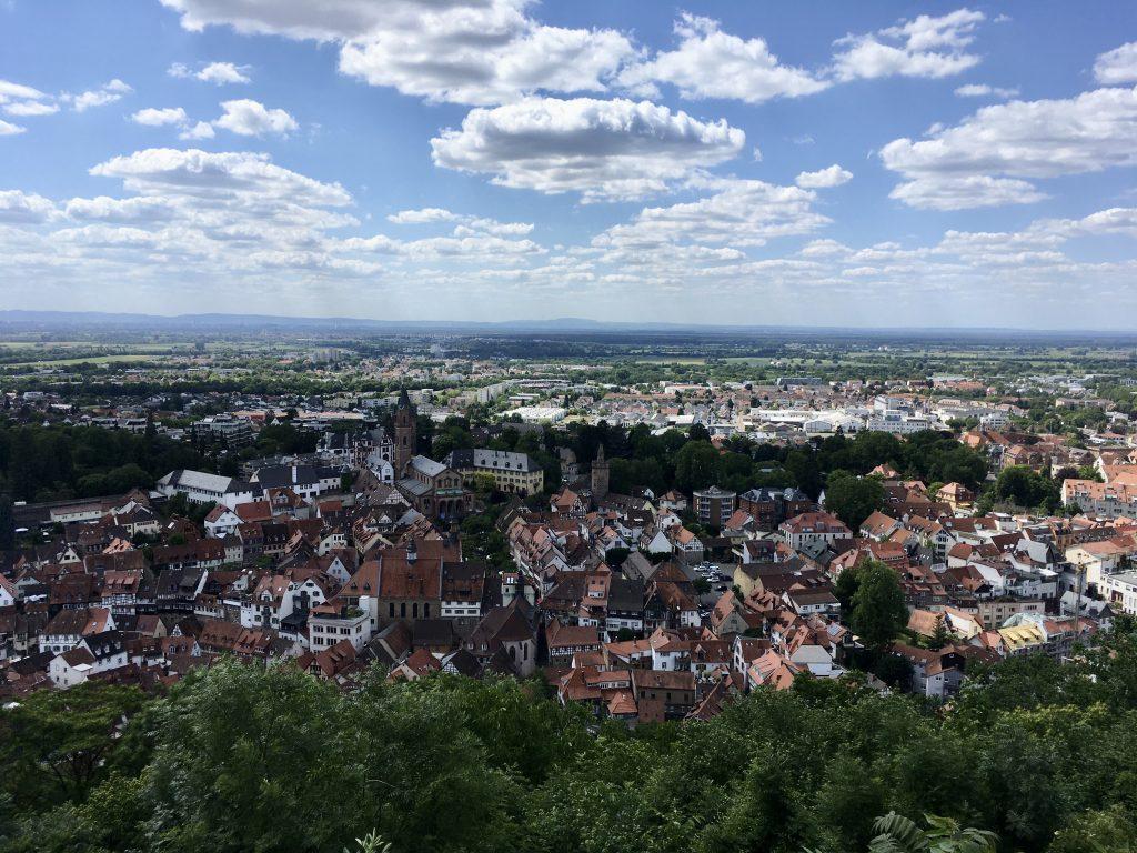 Aussicht von der Burgruine Windeck auf die Altstadt Weinheim